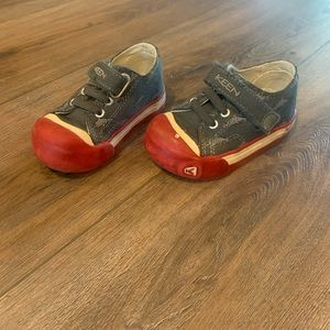 Keen Shoes size 5. (Two pairs)